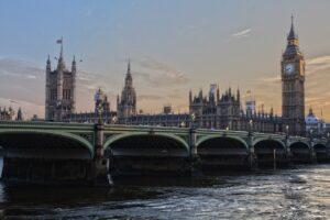 Tilaatko tavaroita Isosta-Britanniasta? 1.1. alkaen lähetys on tullattava