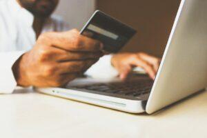 Tutkimus: digitaaliset maksupetokset rajussa kasvussa pandemian aikana – älä jaa ruutukaappauksia maksutiedoista